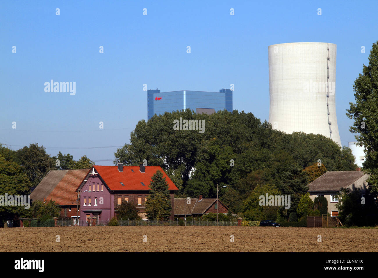 acre and farm in front of the legally controversial new building of the hard coal-fired power station Datteln 4, - Stock Image