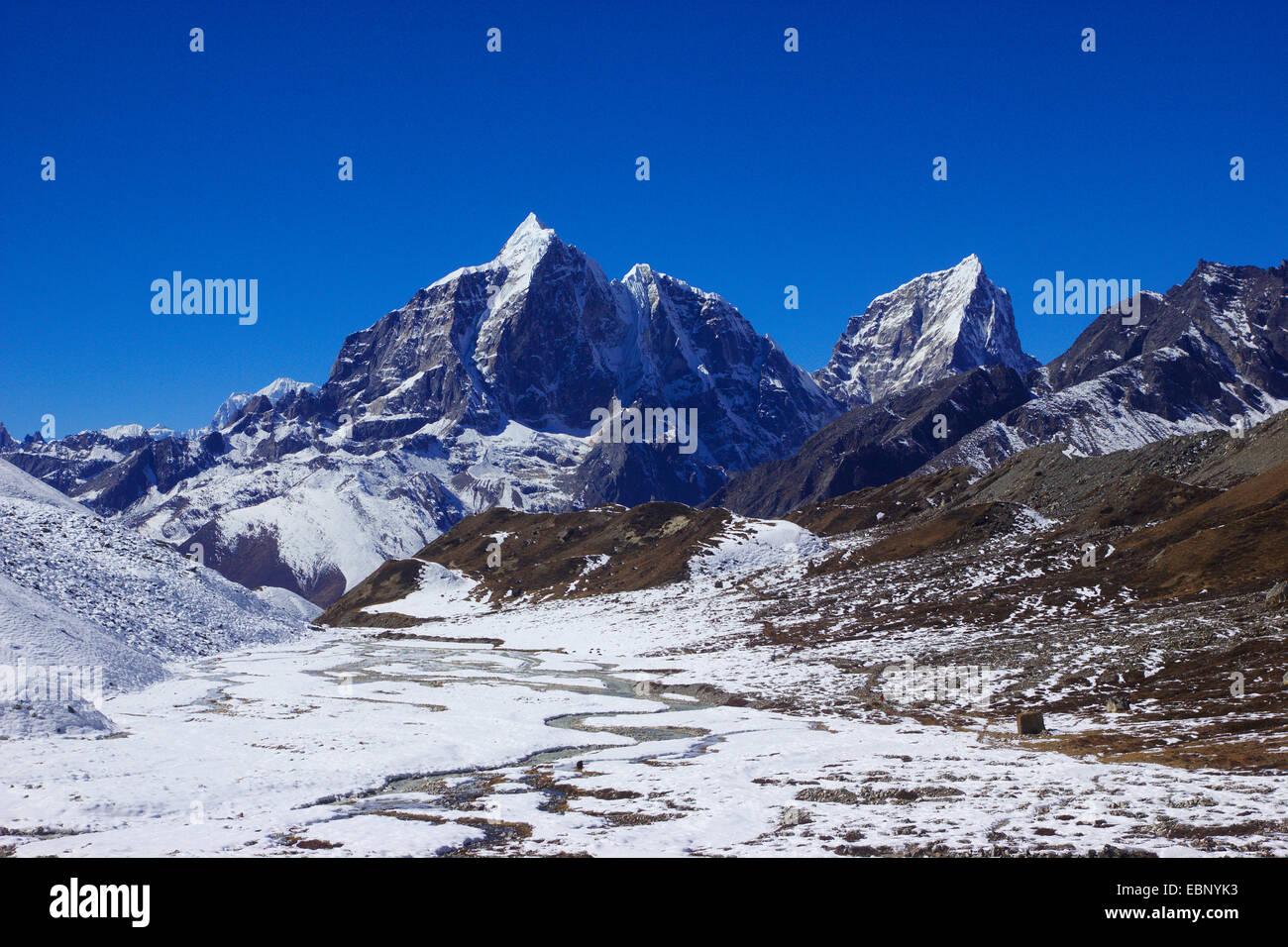 Taboche and Cholatse, view from ascent to Island Peak Base Camp, Nepal, Himalaya, Khumbu Himal - Stock Image