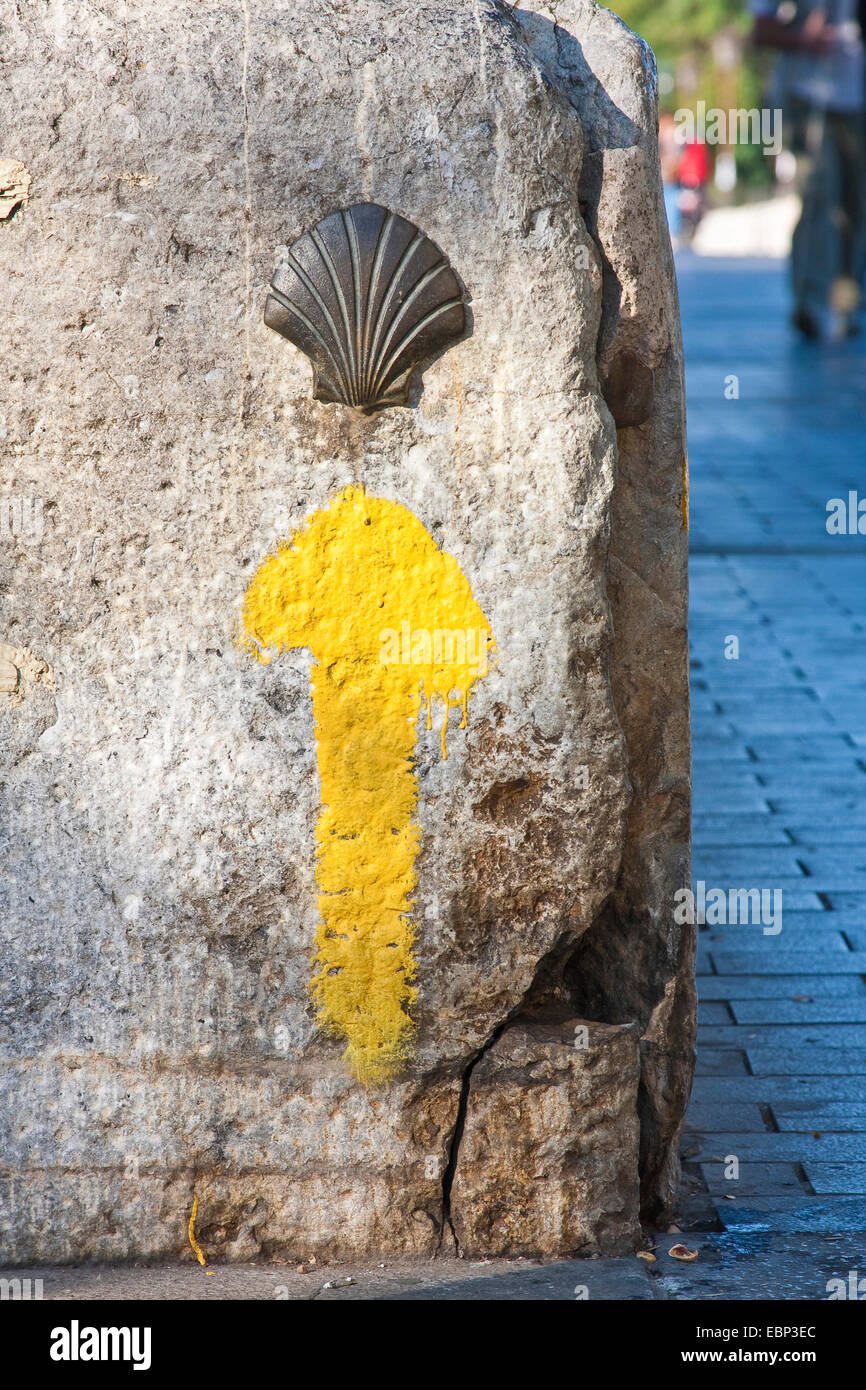 Way of St. James, direction arrow and pilgrim's shell, Spain, Castile and Leon, Leon - Stock Image