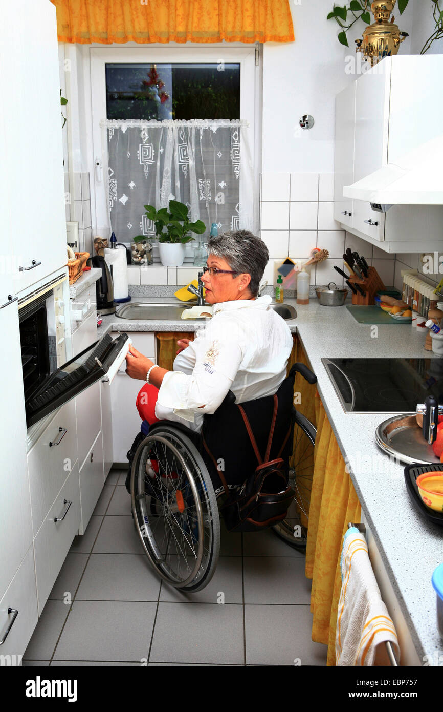 Wheelchair User In A Handicapped Accessible Kitchen Stock Photo - Kitchen for wheelchair user
