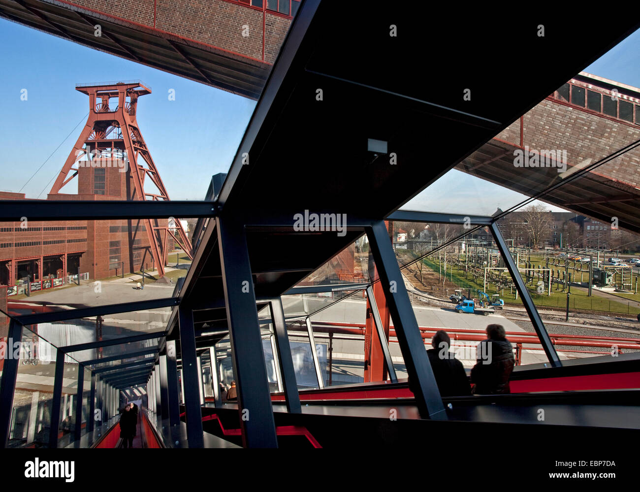 visitors on gangway of Zollverein Coal Mine Industrial Complex, Germany, North Rhine-Westphalia, Ruhr Area, Essen - Stock Image