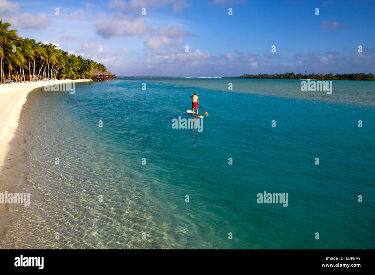 Stand-up paddle boarding in the Aitutaki lagoon - Stock Image