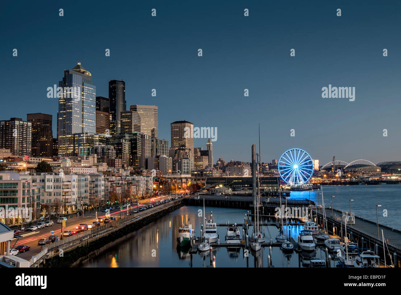 Seattle´s beautiful waterfront at dusk - Stock Image