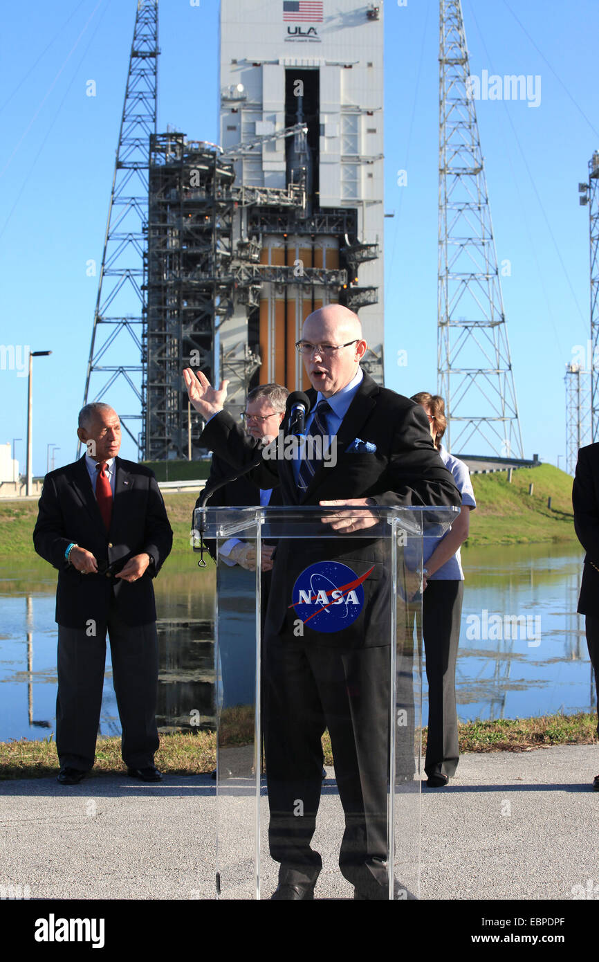 United Launch Alliance CEO Tory Bruno along with NASA Administrator Charlie Bolden, back left, Lockheed Martin Orion - Stock Image