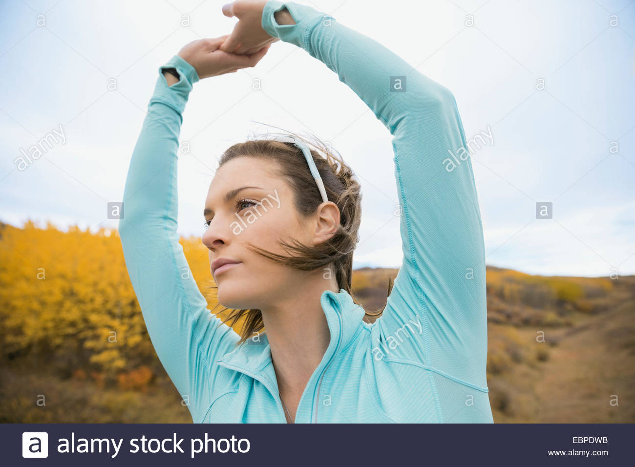 Runner stretching arms - Stock Image