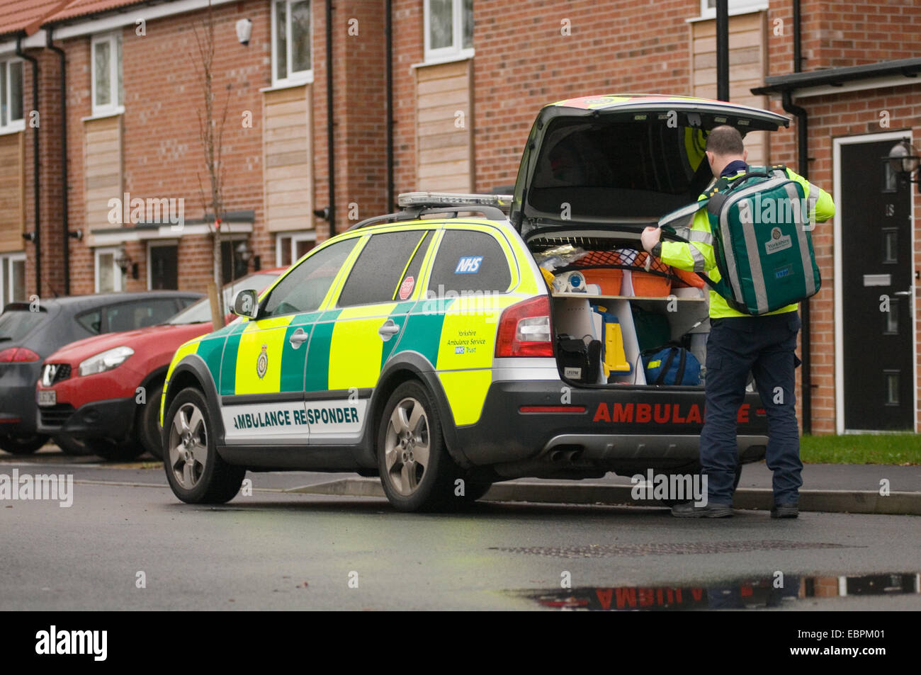 paramedic emergency response responder ambulance medic medical car cars quick early fast 999 equipment kit first - Stock Image