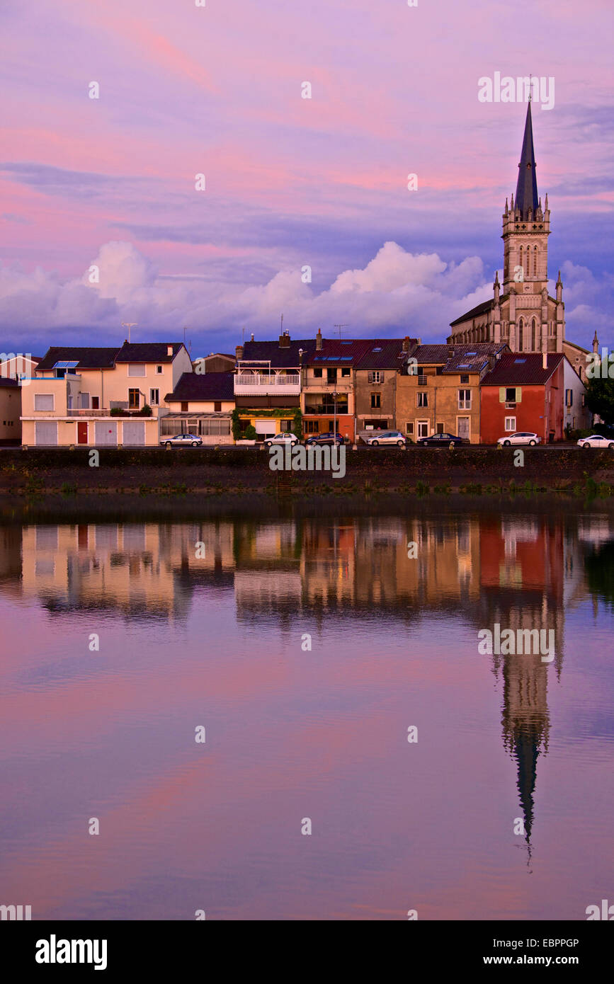 Yonne riverbanks, sunset, Auxerre, Yonne, Bourgogne (Burgundy), France, Europe - Stock Image