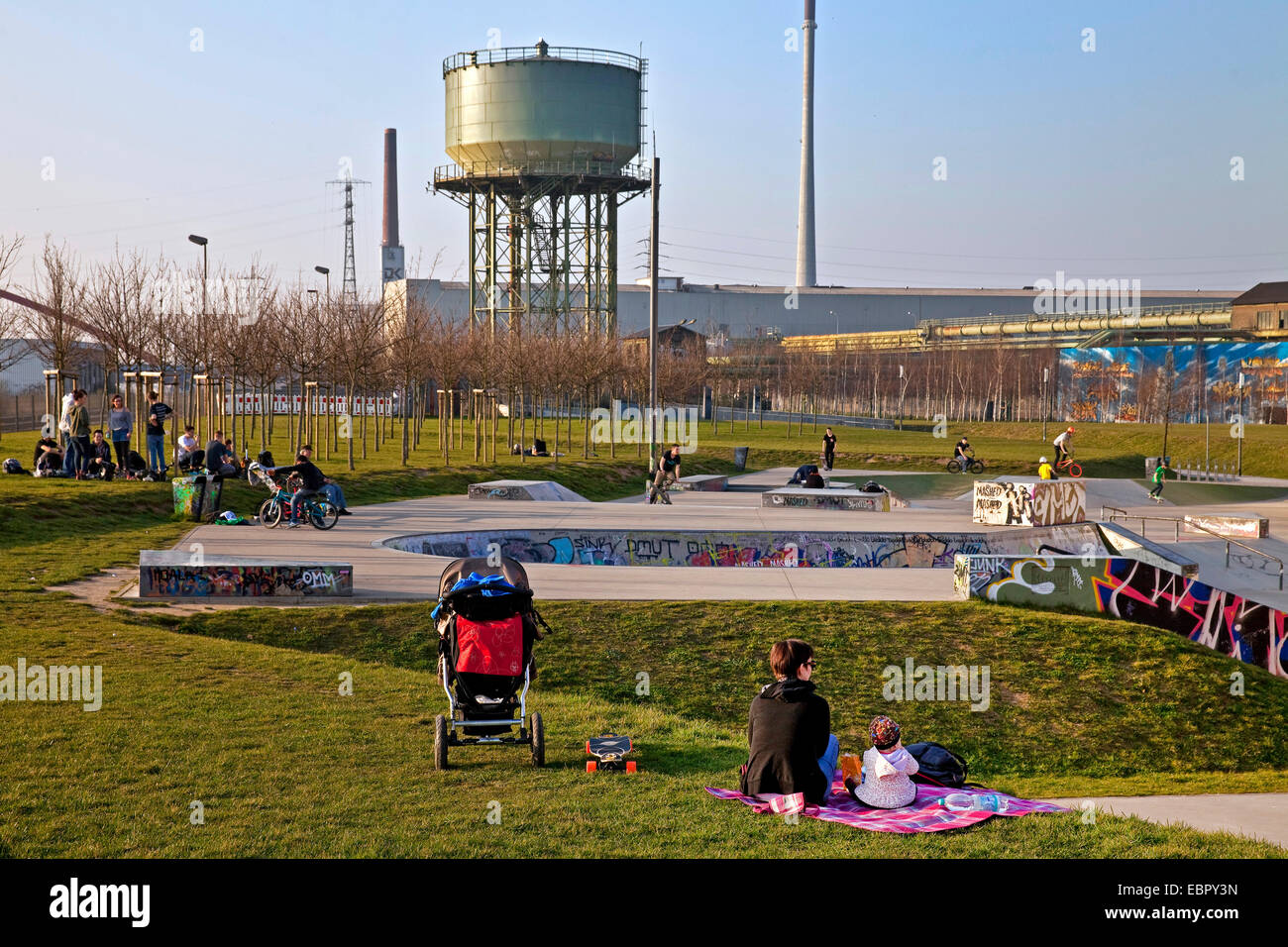 leisure time activities in Rheinpark Duisburg, Germany, North Rhine-Westphalia, Ruhr Area, Duisburg - Stock Image