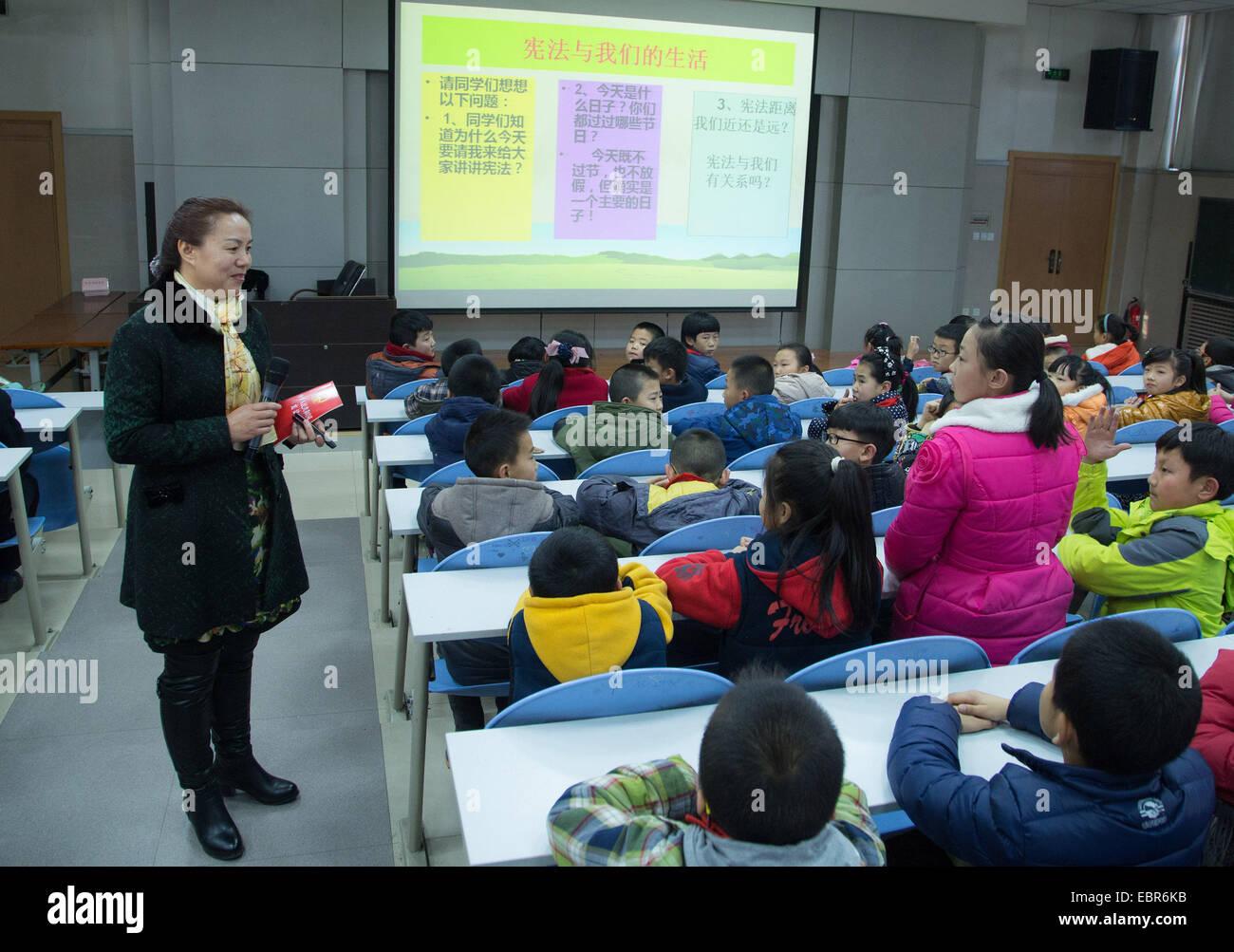 (141204) -- LANZHOU, Dec. 4, 2014 (Xinhua) -- Ji Minli, associate professor of Gansu Political Science and Law Institute, - Stock Image