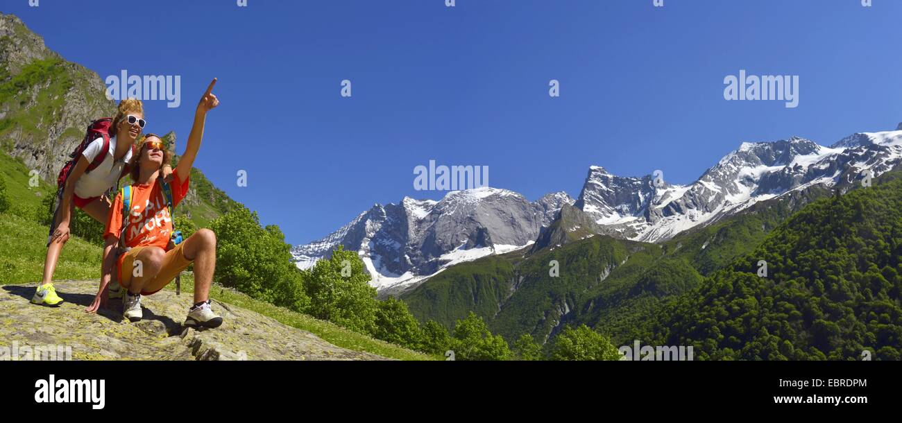 two hikers showing something in mountain scenery, Grande Casse in background, France, Savoie, Vanoise National Park, - Stock Image