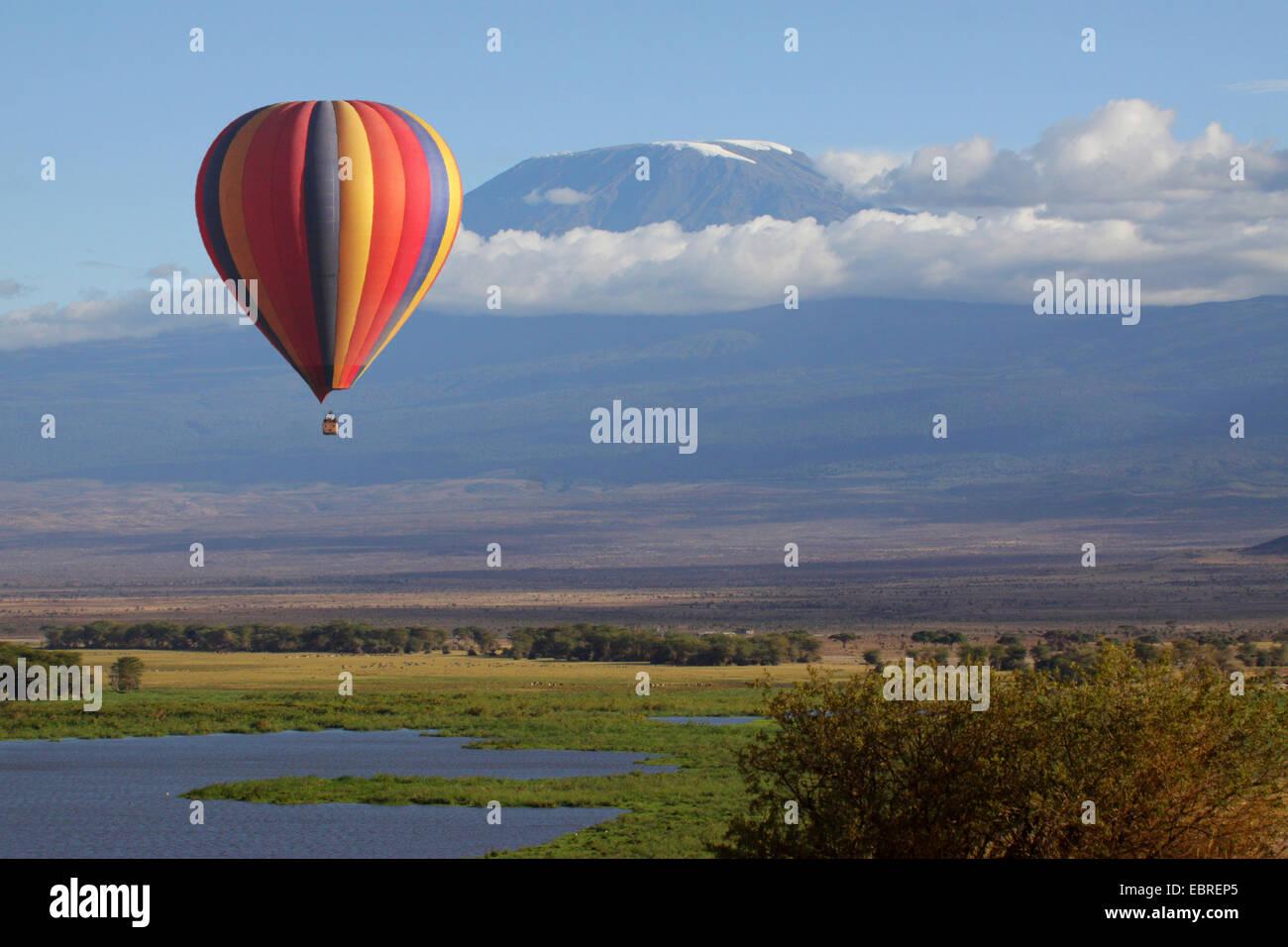 hot-air balloon safari with view onto Kilimanjaro, Kenya, Amboseli National Park - Stock Image