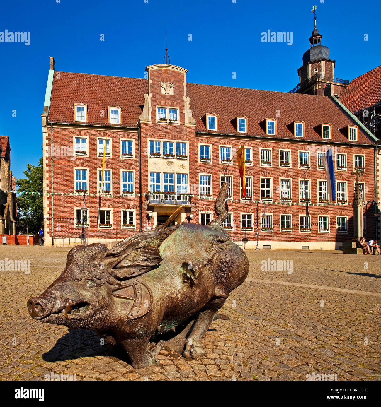 market place and town hall, wild soar sculpture in foreground, Germany, North Rhine-Westphalia, Coesfeld - Stock Image