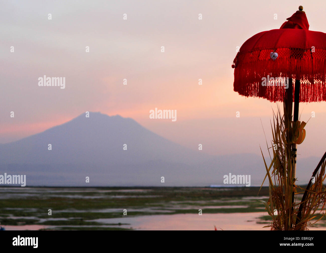 Mount Agung in evening light, sunshade in foreground, Indonesia, Bali - Stock Image
