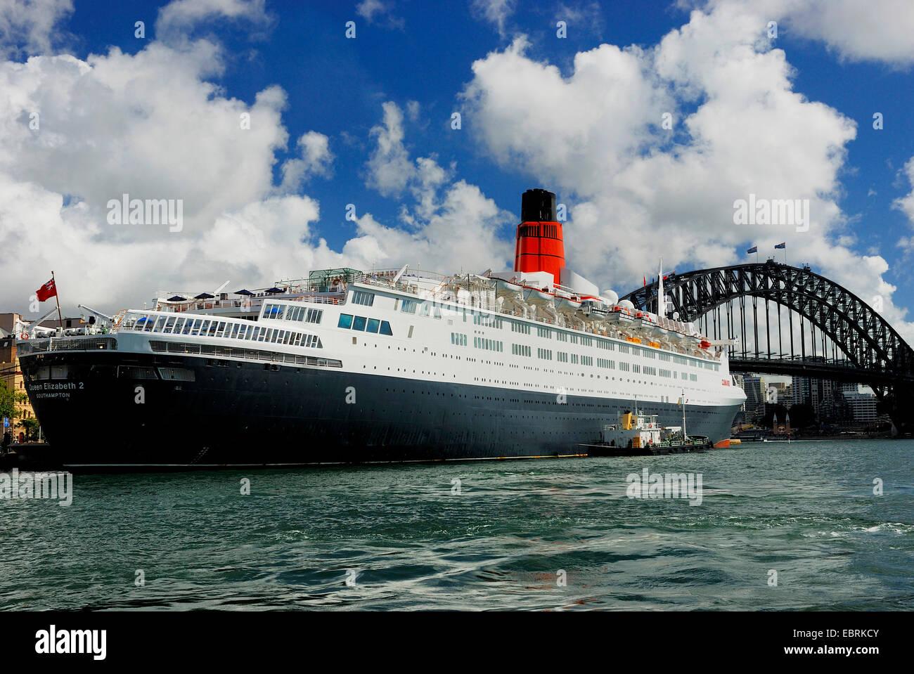 Queen Elizabeth 2 ocean liner in front of Harbour Bridge, Circular Quay, Sydney Cove, Australia, New South Wales, - Stock Image