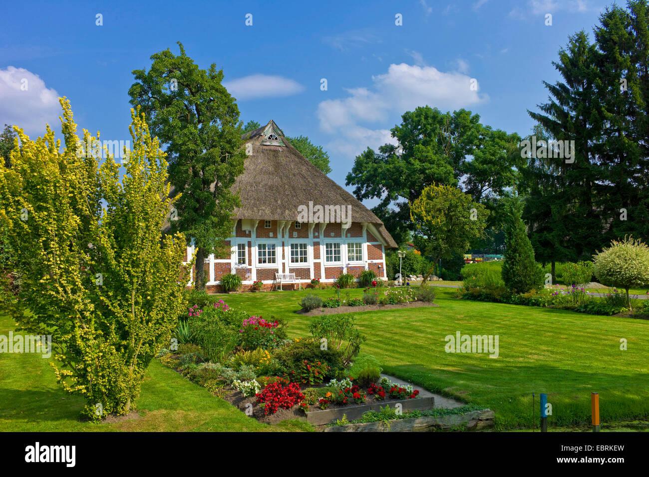 old groomed Lower Saxon farmhouse, Germany, Lower Saxony, Wesermarsch, Moorriem - Stock Image