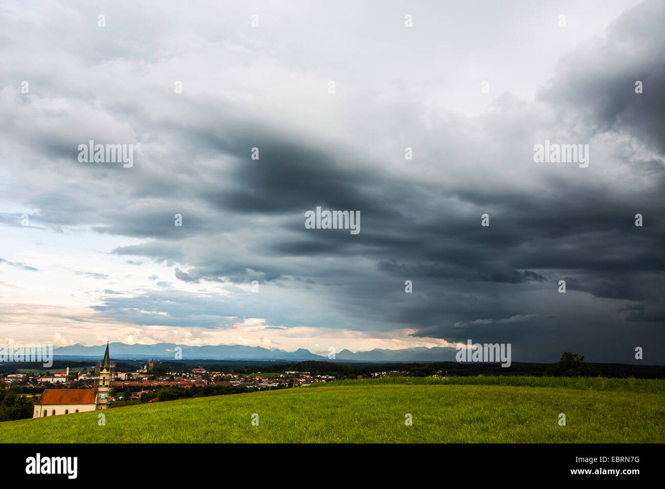 thunder clouds and heavy rain, cumulunimbus clouds, the Alps in background, Germany, Bavaria, Alpenvorland - Stock Image