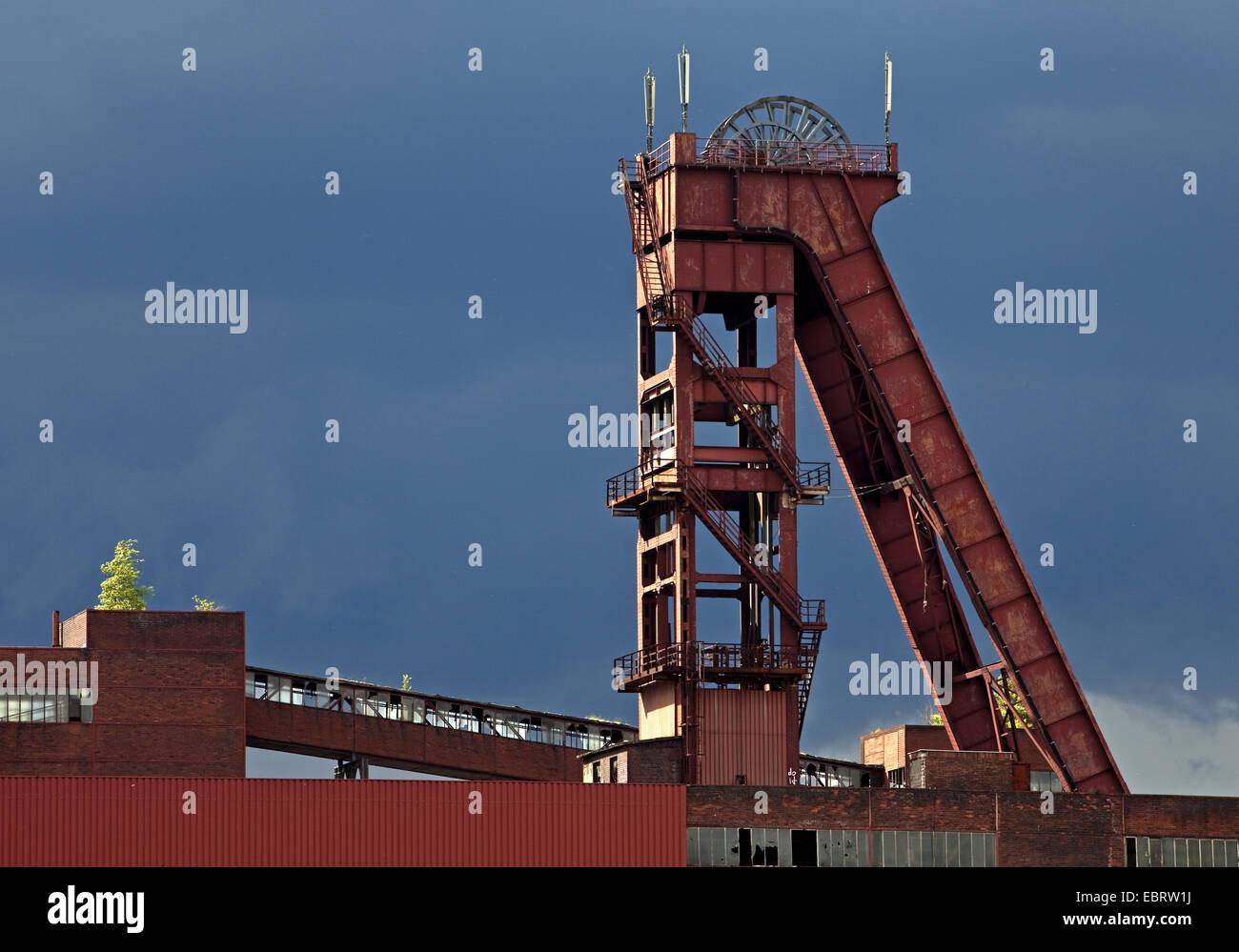 shaft tower of coal pit Schlaegel und Eisen 3/4/7, Germany, North Rhine-Westphalia, Ruhr Area, Herten - Stock Image