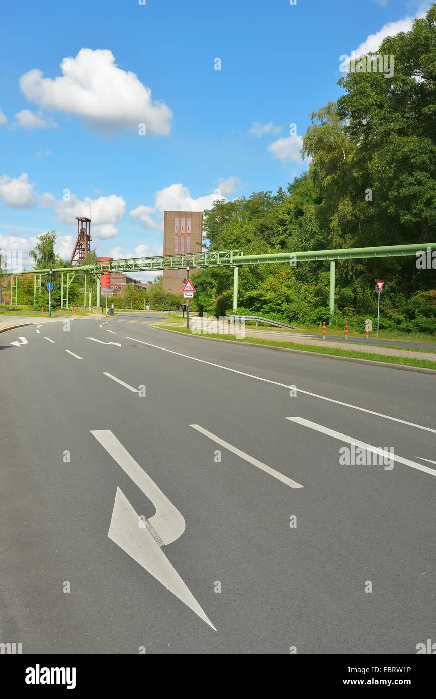 road near to Zeche Zollverein, Germany, North Rhine-Westphalia, Ruhr Area, Essen - Stock Image
