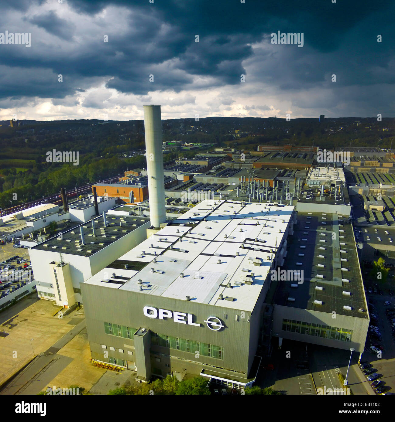 dark clouds over Opel's manufacturing plant in Bochum, Germany, North Rhine-Westphalia, Ruhr Area, Bochum - Stock Image
