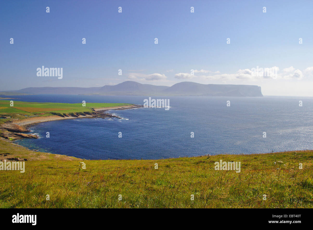 view through the southern tip of Orkney Mainland to Island Hoy, United Kingdom, Scotland, Orkney, Orkney Mainland - Stock Image