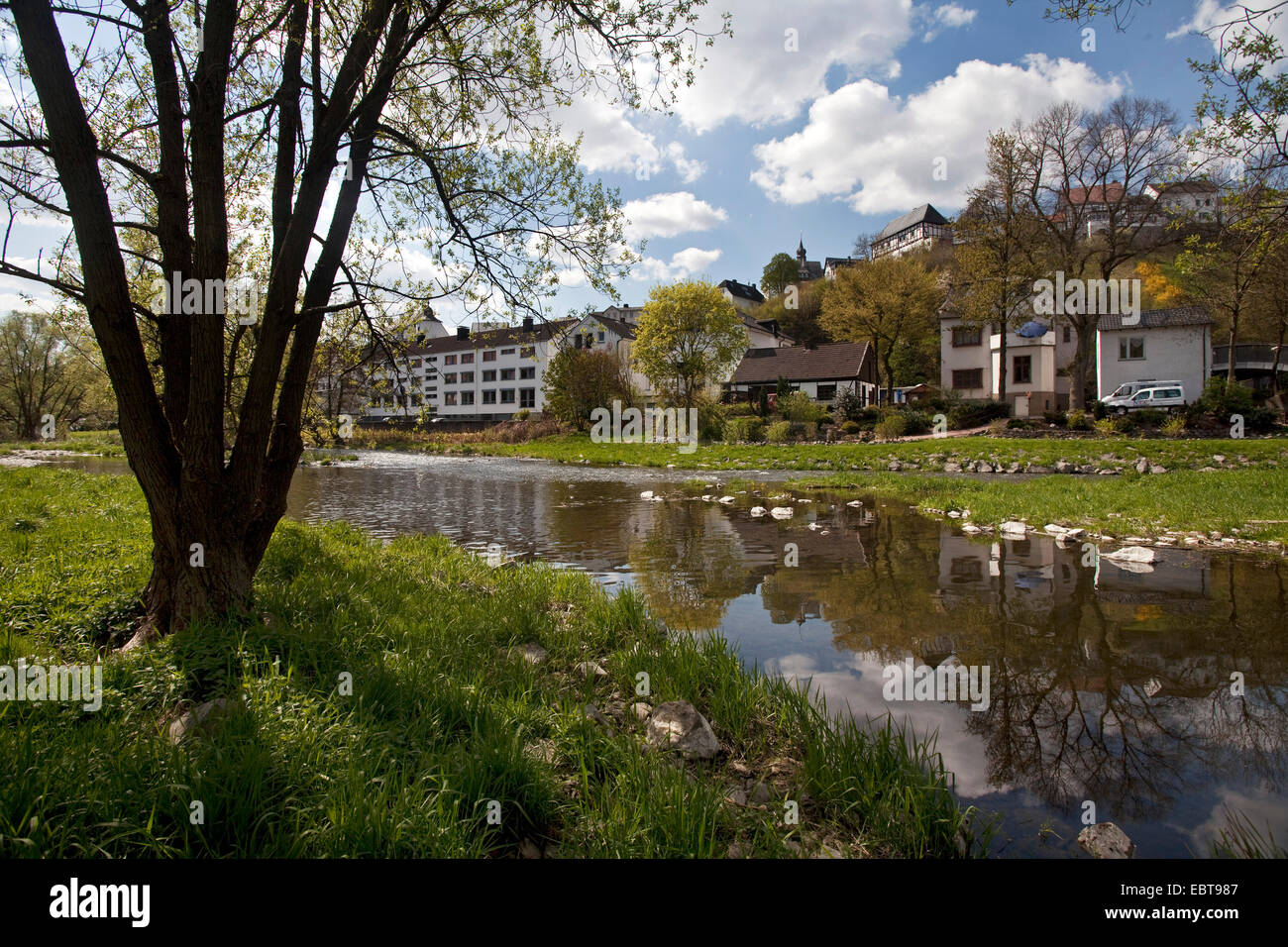 idyllic Ruhr river flows through the city, Germany, North Rhine-Westphalia, Sauerland, Arnsberg - Stock Image