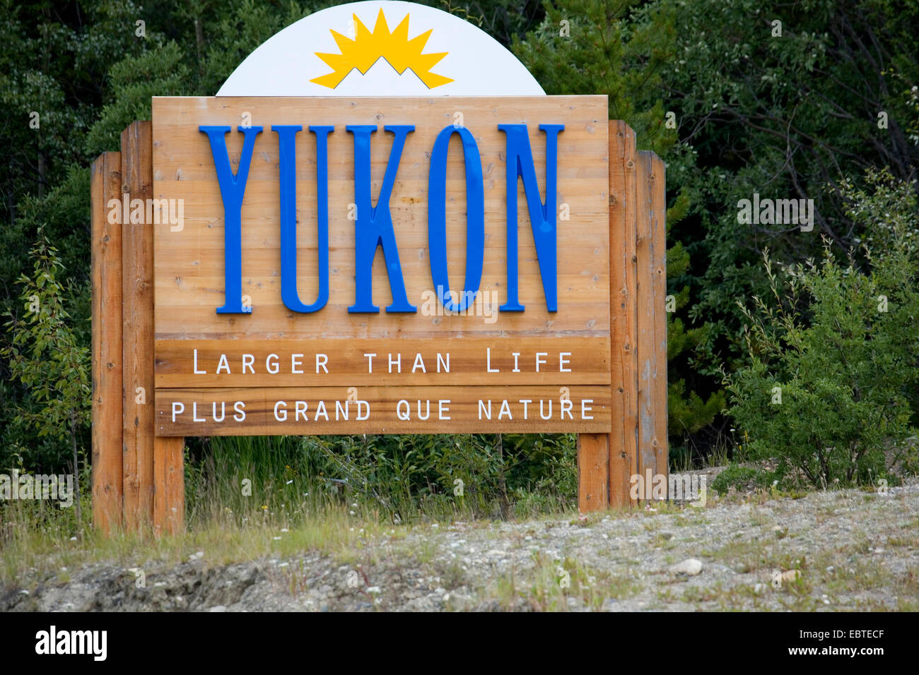 welcome sign of Yukon at the border to  British Columbia at the Cassiar Highway, Canada, Yukon - Stock Image