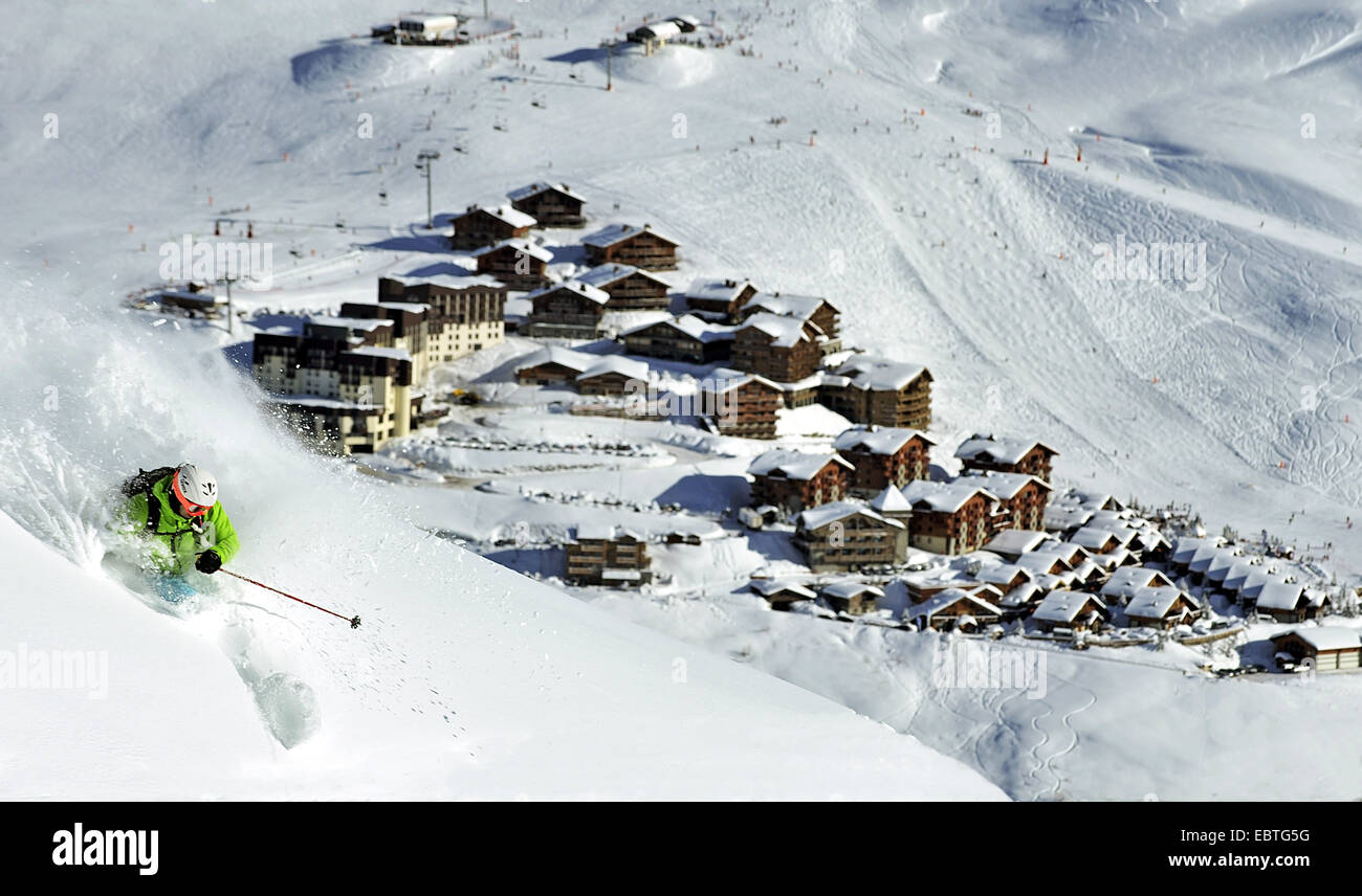 off-piste skiing in Les Menuires ski ressort, France, Savoie, Les M�nuires - Stock Image