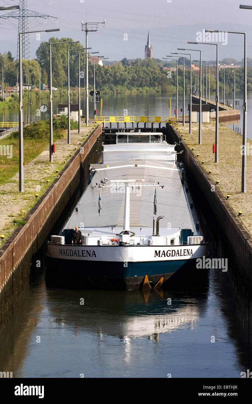 towboat at a watergate on the main, Germany, Hesse - Stock Image