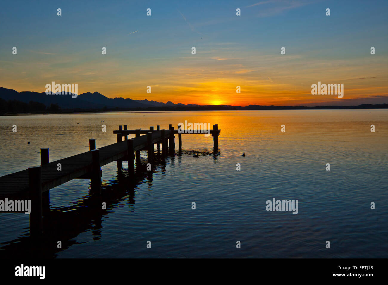 landing stage at the Chiemsee in the sunshine with Alp range in the background, Germany, Bavaria, Lake Chiemsee - Stock Image