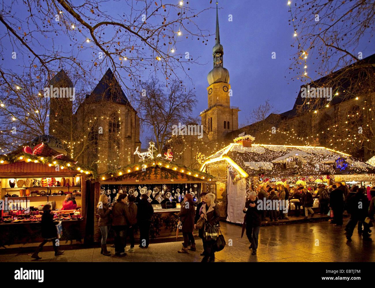 christmas market in inner city, Reinoldikirche and Marienkirche in background, Germany, North Rhine-Westphalia, - Stock Image