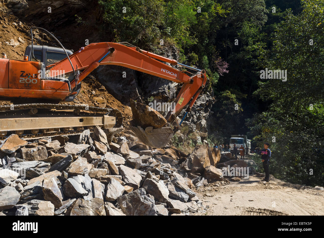 Road Crew working on removing rubble from Roads due to heavy rain in the rainy season, Trongsa, Bhutan - Stock Image