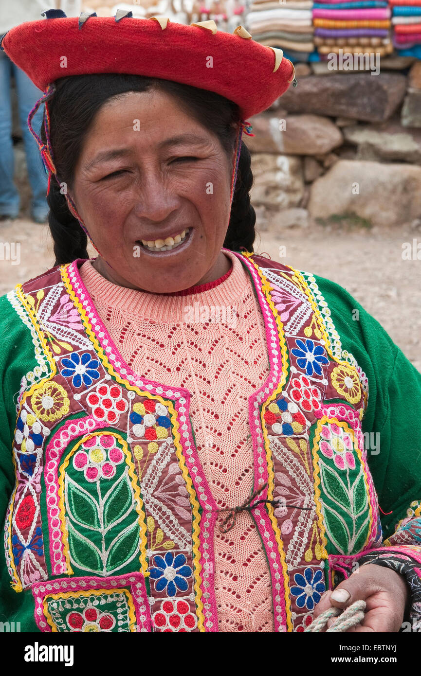 traditionally dressed Indian woman at the puno les desea feliz viaje pass, Peru, Feliz Viaje Stock Photo