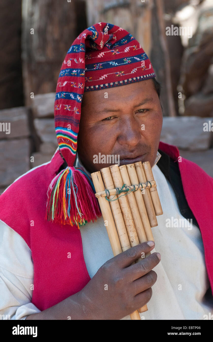 Indian in traditional clothes playing panflute, Peru, Taquile Island, Lake Titicaca - Stock Image
