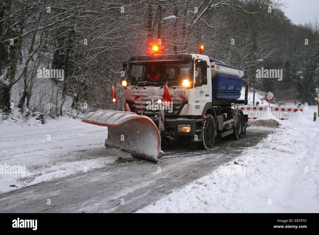 snowplow clearing the road, Germany, North Rhine-Westphalia - Stock Image
