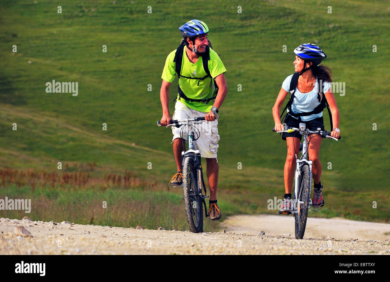 two mountain bikers riding on mountain trail, France, Savoie, Vanoise National Park, La Plagne - Stock Image