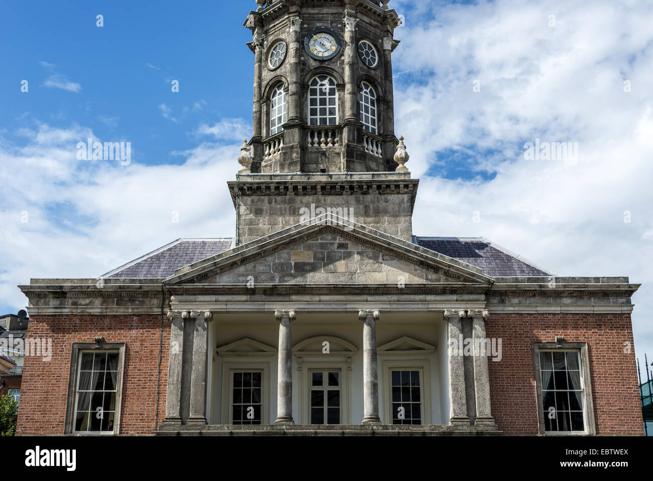 The Bedford Tower in Dublin Castle in the centrepiece of the Castle's Georgian courtyard flanked by the gates of Stock Photo