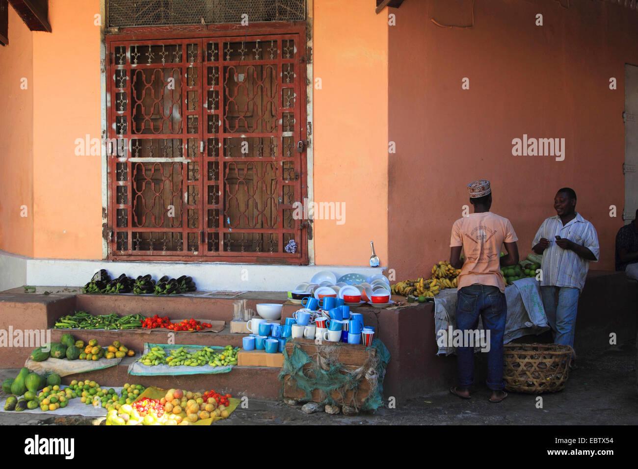 dark-skinned men selling vegetables on stairs, Tanzania, Sansibar, Stone Town - Stock Image