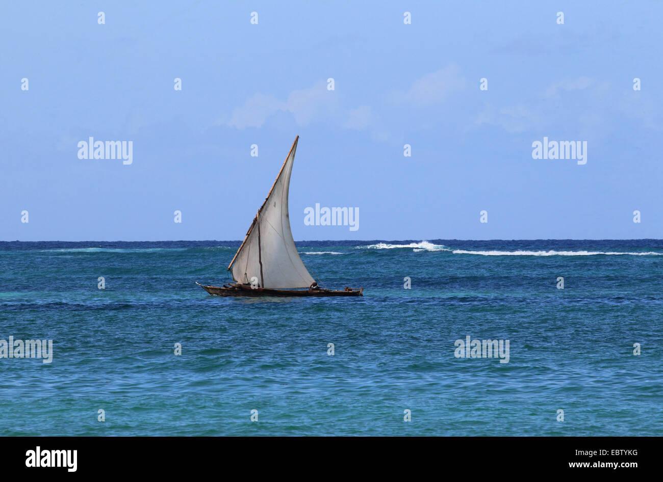 dhow sailing on Indian Ocean, Tanzania, Sansibar - Stock Image
