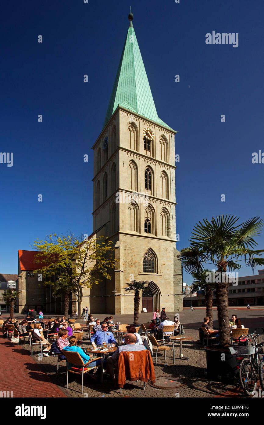 sidewalk cafe in front of Pauluskirche, Germany, North Rhine-Westphalia, Ruhr Area, Hamm - Stock Image