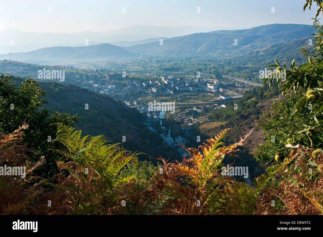 view to Villafranca del Bierzo, Spain, Leon, Kastilien, Villafranca del Bierzo - Stock Image