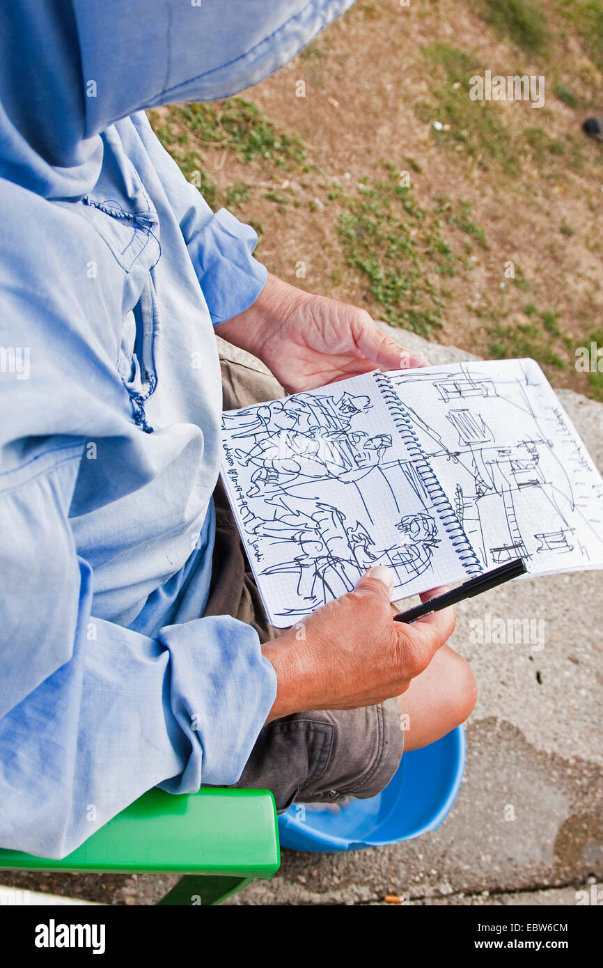 pilgrim on the Way of St. James drawing sketches in his diary, Spain, Kastilien und Le�n, Palencia, Ledigos Stock Photo