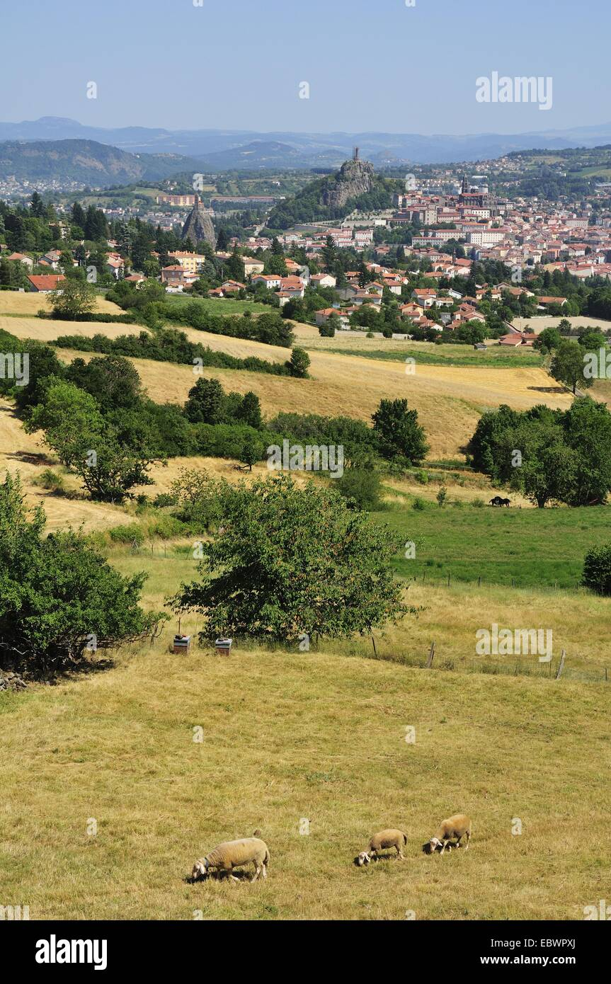 The town of Le Puy-en-Velay, with basalt formations or Puys, Le Puy-en-Velay, Haute Loire, Auvergne, France - Stock Image
