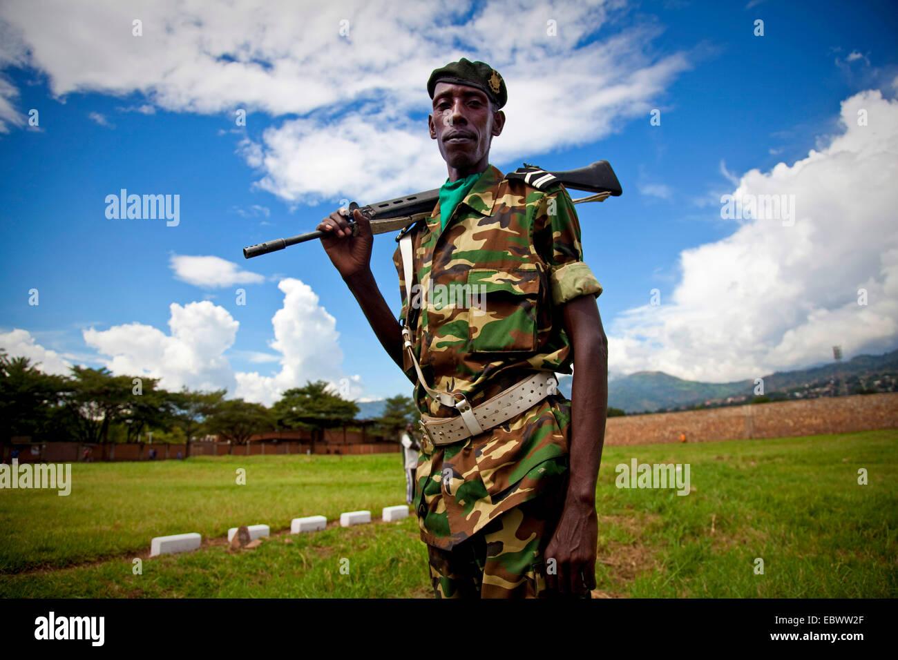 soldier shouldering his gun, Burundi, Bujumbura - Stock Image