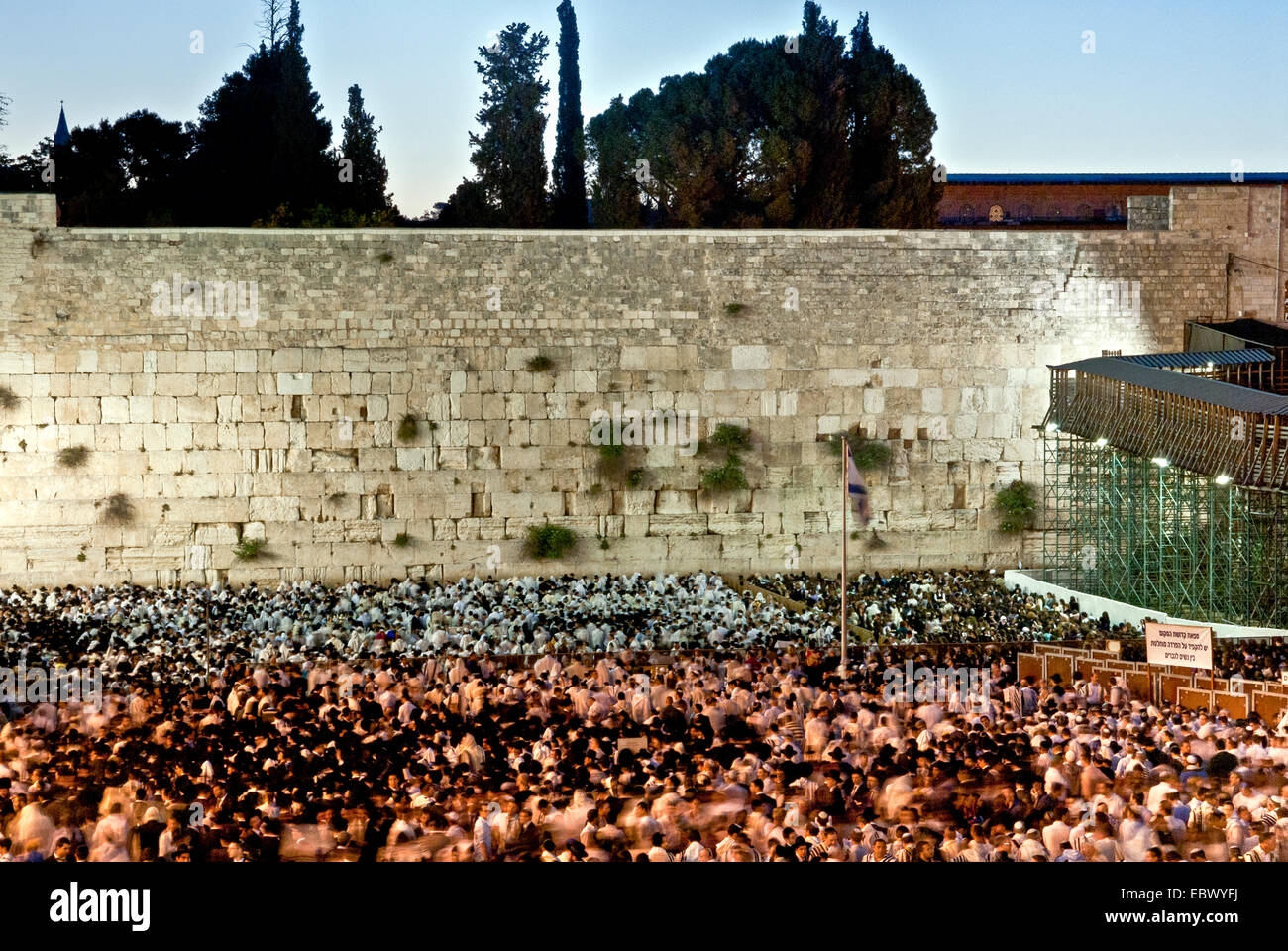 Jews Pray at the wailing wall, Old City, Jerusalem - Stock Image