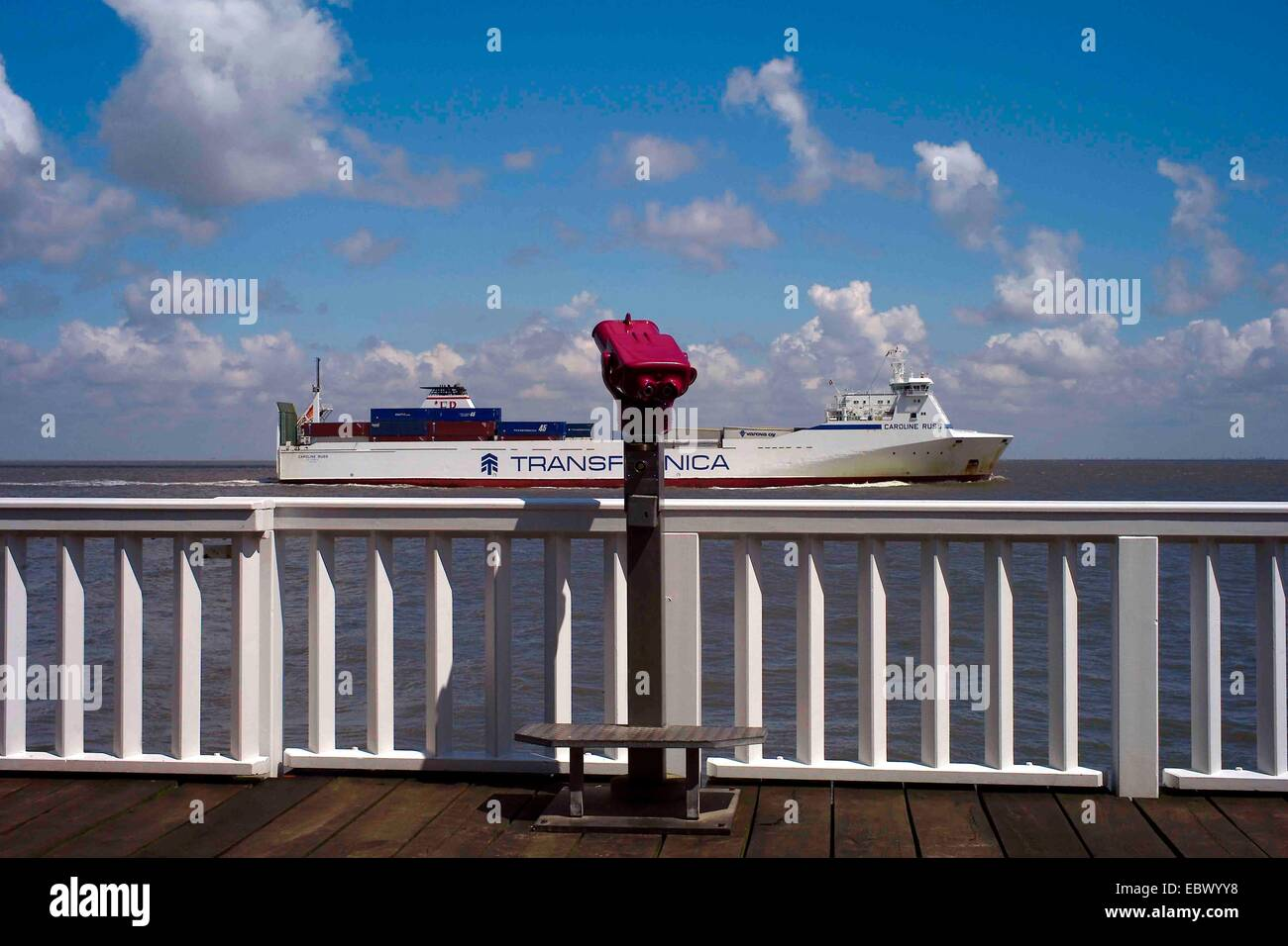 ship passimg the Alte Liebe, Germany, Lower Saxony, Cuxhaven - Stock Image