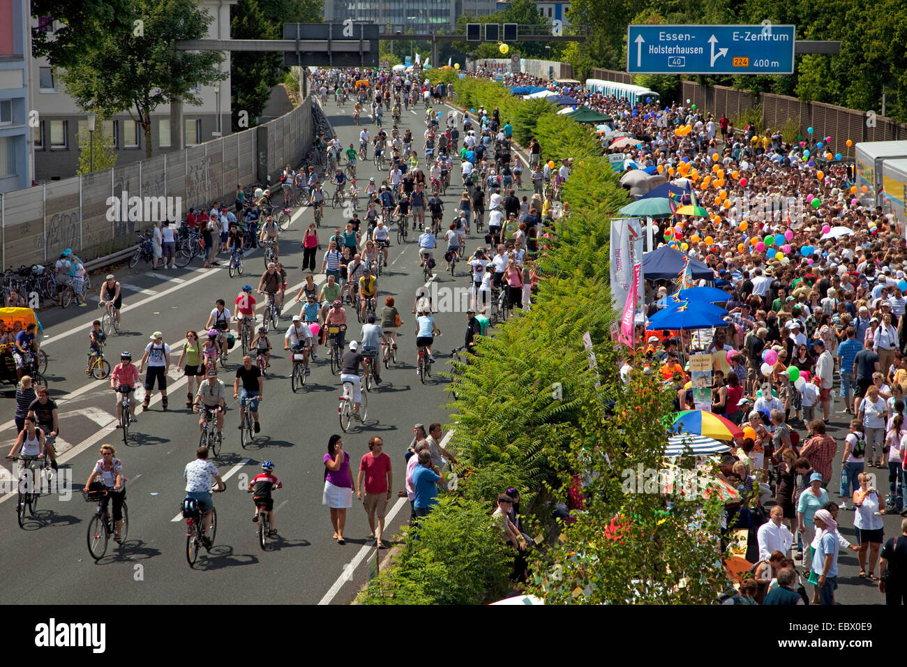 people on the event 'Still-Leben Ruhrschnellweg' on highway A 40, Germany, North Rhine-Westphalia, Ruhr - Stock Image