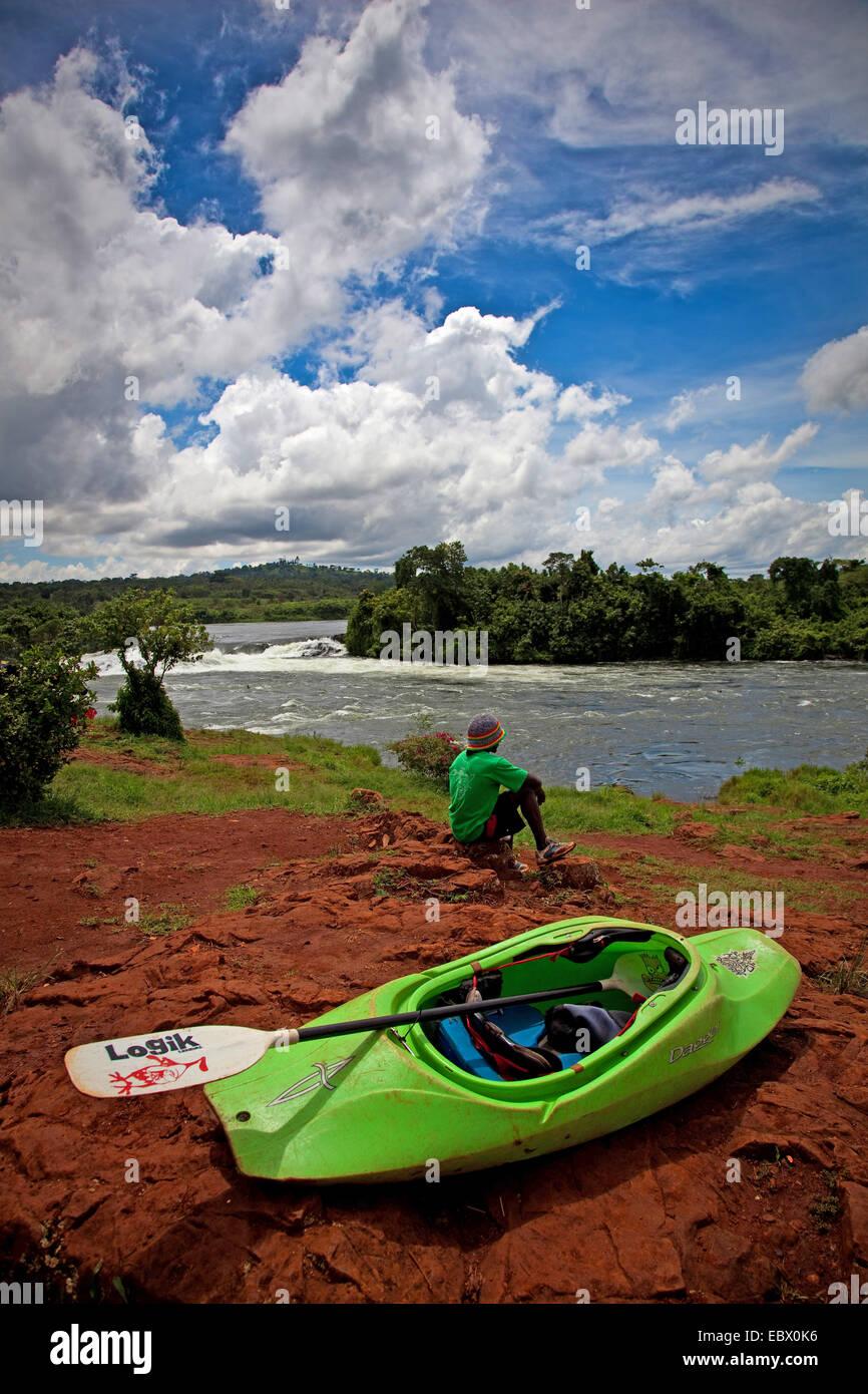 kayaker is relaxing in the sun at the Bujagali waterfalls , Uganda, Jinja - Stock Image