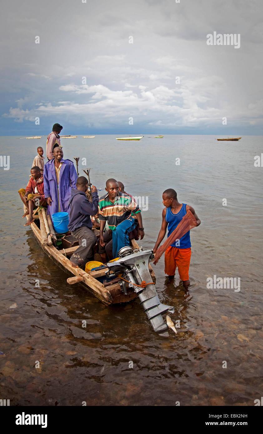 fishing boat with fishermen on Lake Tanganyika, Burundi, Makamba, Mvugo, Nyanza Lac - Stock Image
