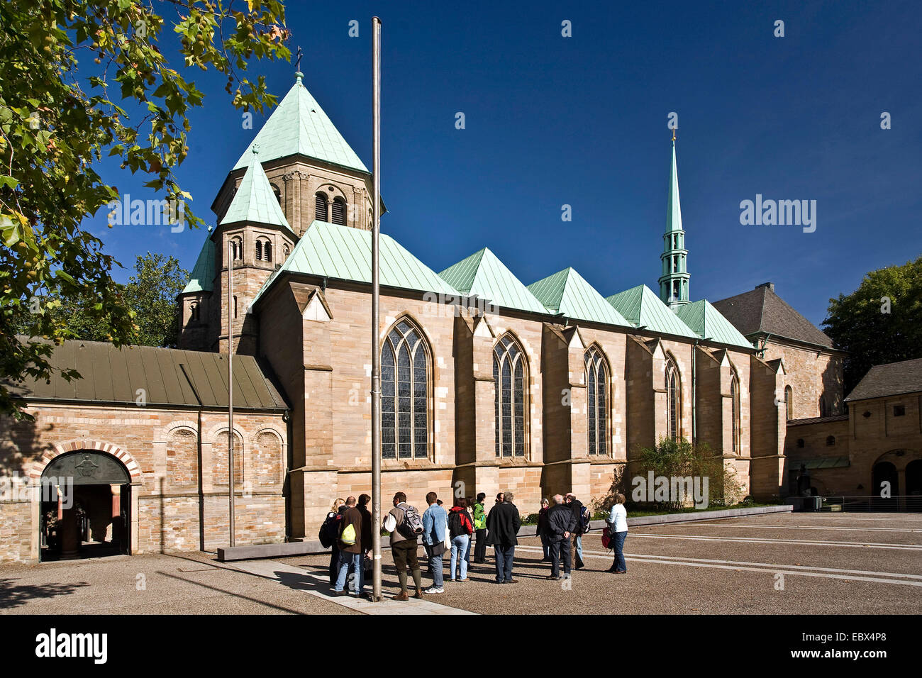 guided tour in front of Essen cathedral in Essen downtown, Germany, North Rhine-Westphalia, Ruhr Area, Essen - Stock Image