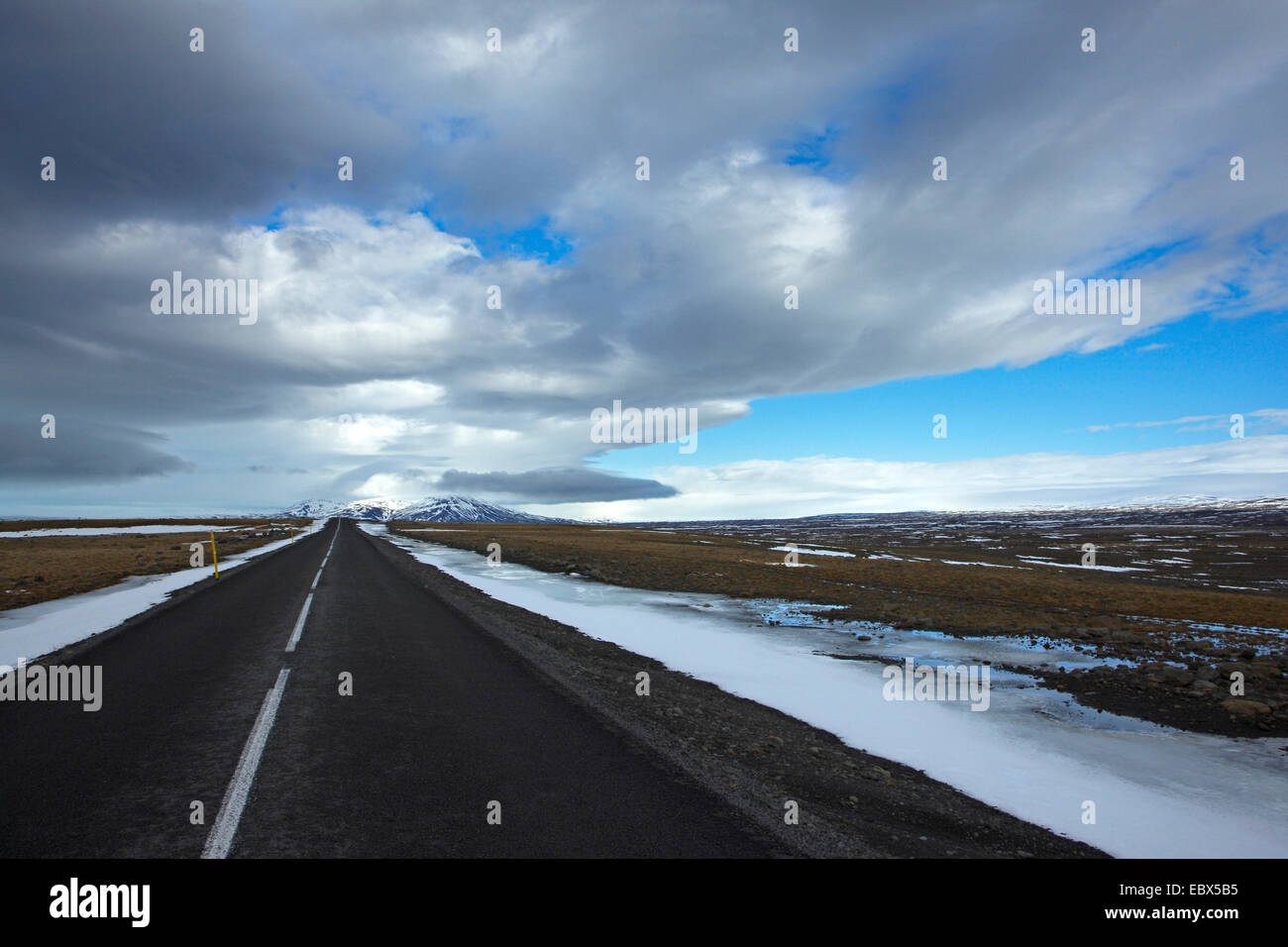 highland road Kjalvegur in winter leading to the horizon in perfect straightness, Iceland, Suedwest Island Stock Photo